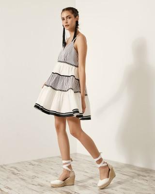 Φόρεμα μίνι με βολάν και ρίγες