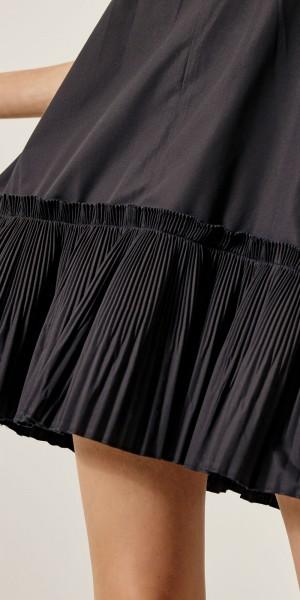 Μίνι φόρεμα με πλισέ τελείωμα