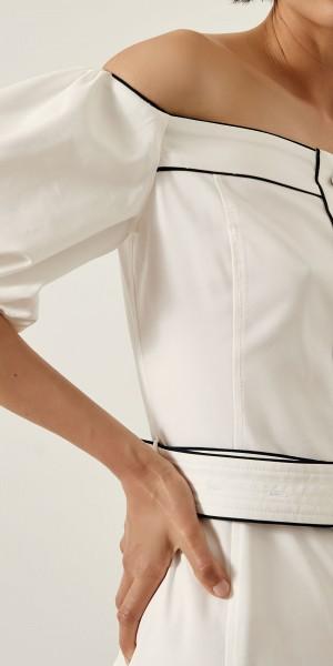 Φόρεμα pencil με ακάλυπτους ώμους και ρέλι