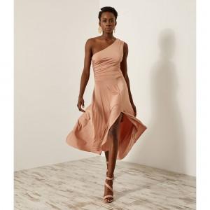 Ελαστικό φόρεμα με έναν ακάλυπτο ώμο